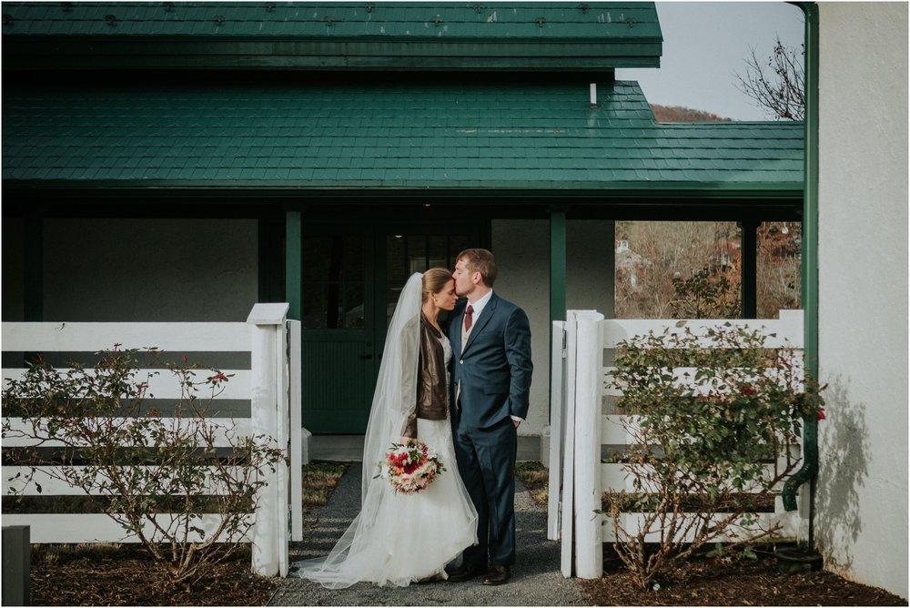 warm-springs-old-dairy-virginia-rustic-wedding-northeast-tennessee-elopement-adventuruous-photographer-katy-sergent_0033.jpg