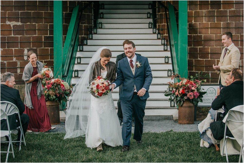 warm-springs-old-dairy-virginia-rustic-wedding-northeast-tennessee-elopement-adventuruous-photographer-katy-sergent_0094.jpg