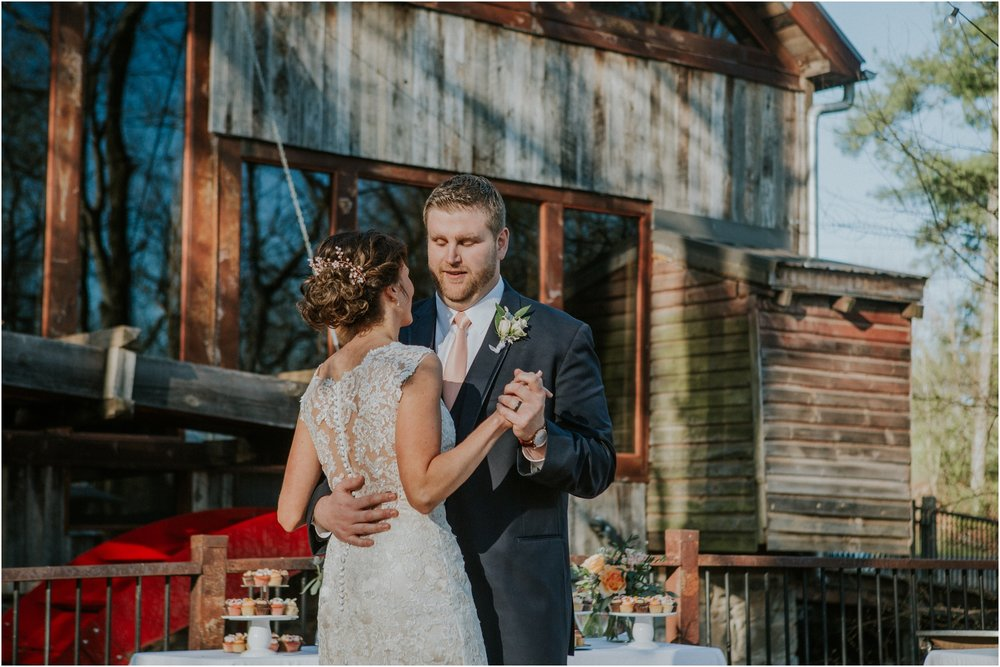 millstone-limestone-tn-tennessee-rustic-outdoors-pastel-lodge-cabin-venue-wedding-katy-sergent-photographer_0147.jpg