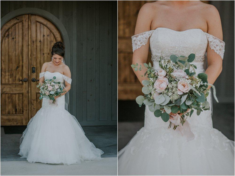 pink-rustic-apple-barn-howe-farms-elegant-summer-wedding-cleveland-tennessee-chattanooga-georgetown-tn_0054.jpg