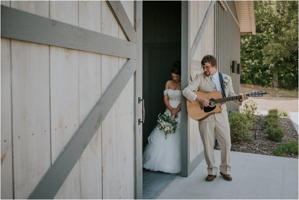 pink-rustic-apple-barn-howe-farms-elegant-summer-wedding-cleveland-tennessee-chattanooga-georgetown-tn_0084.jpg