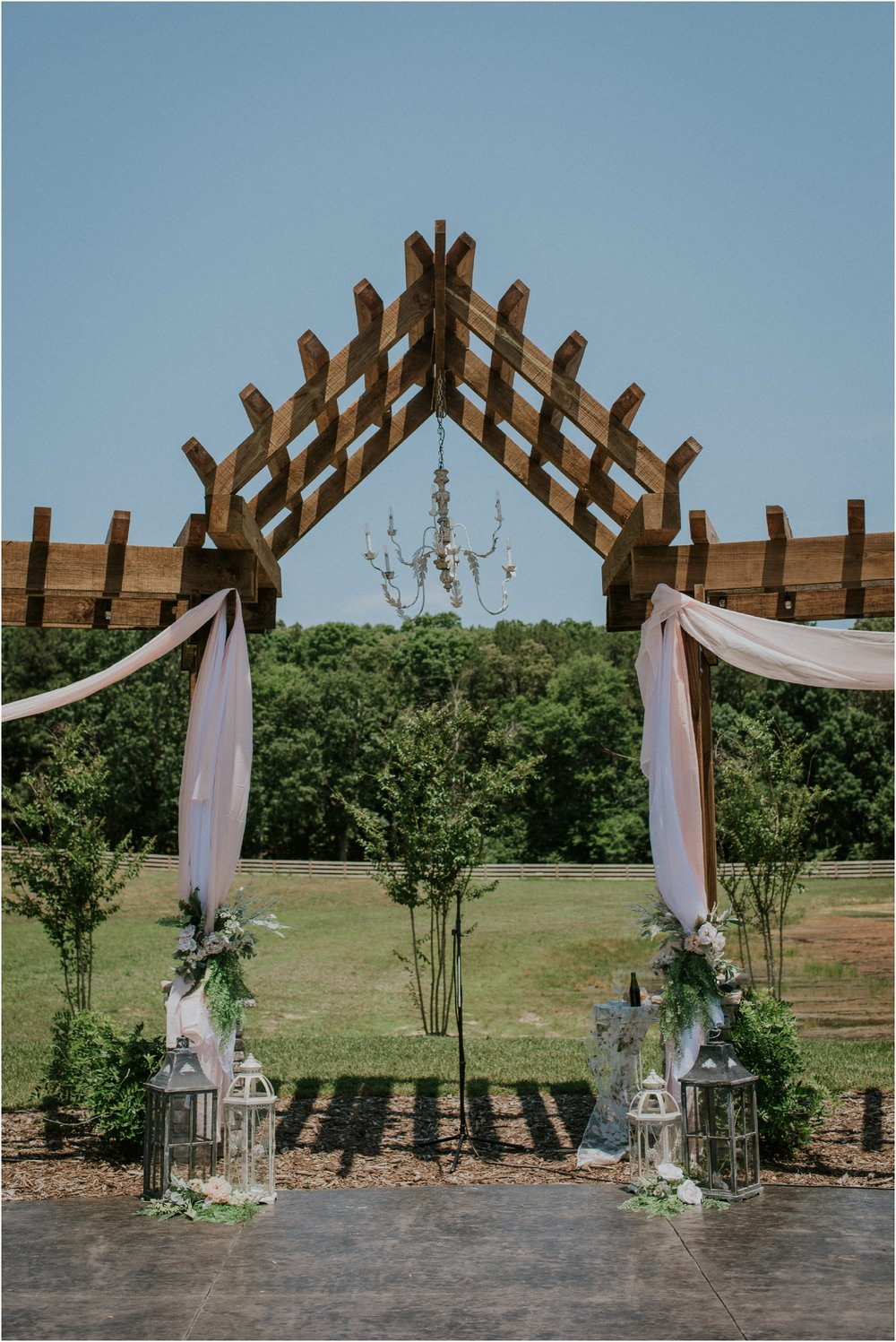 pink-rustic-apple-barn-howe-farms-elegant-summer-wedding-cleveland-tennessee-chattanooga-georgetown-tn_0096.jpg