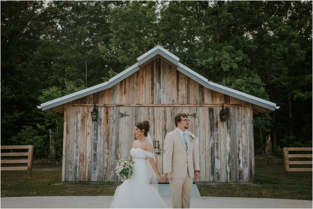 pink-rustic-apple-barn-howe-farms-elegant-summer-wedding-cleveland-tennessee-chattanooga-georgetown-tn_0142.jpg