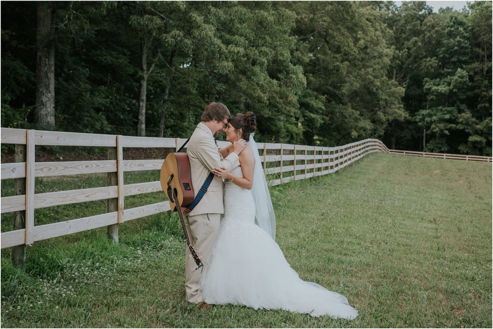 pink-rustic-apple-barn-howe-farms-elegant-summer-wedding-cleveland-tennessee-chattanooga-georgetown-tn_0147.jpg
