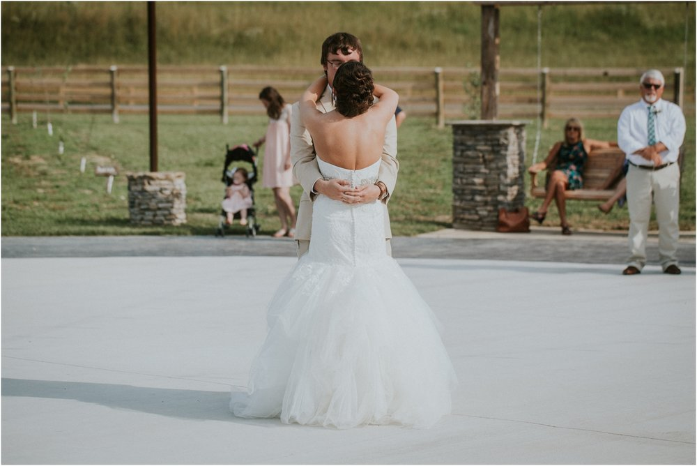 pink-rustic-apple-barn-howe-farms-elegant-summer-wedding-cleveland-tennessee-chattanooga-georgetown-tn_0169.jpg