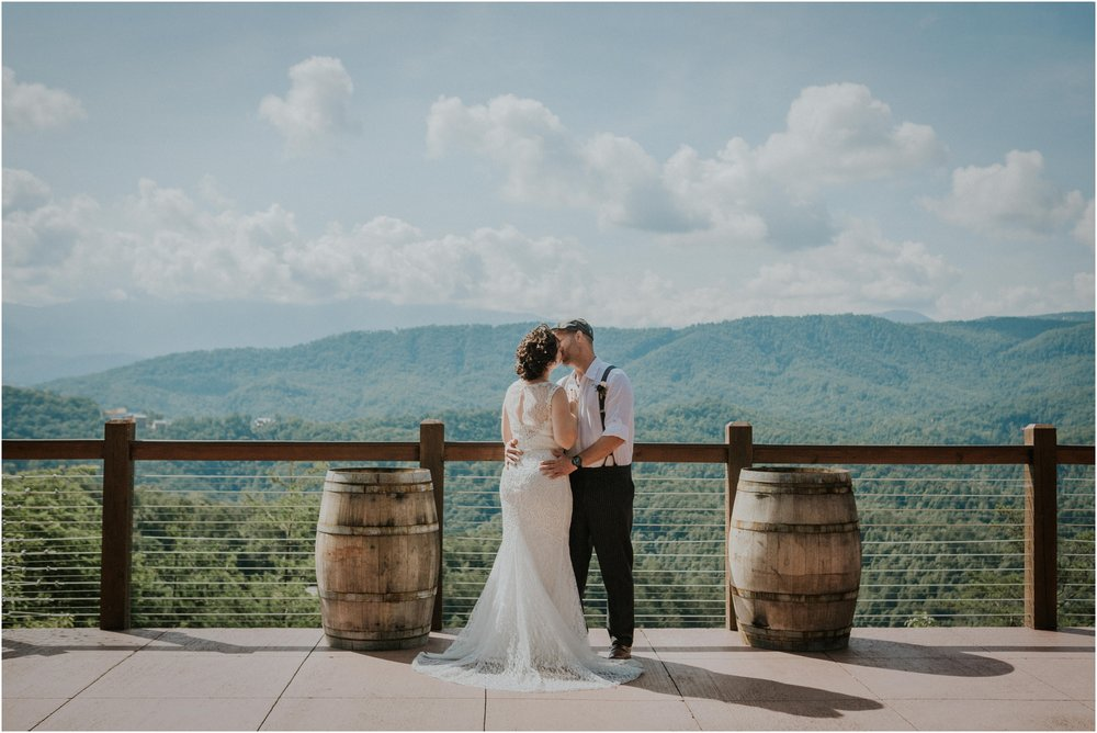 cabin-parkside-resort-the-magnolia-venue-tennessee-mountain-views-intimate-wedding_0096.jpg