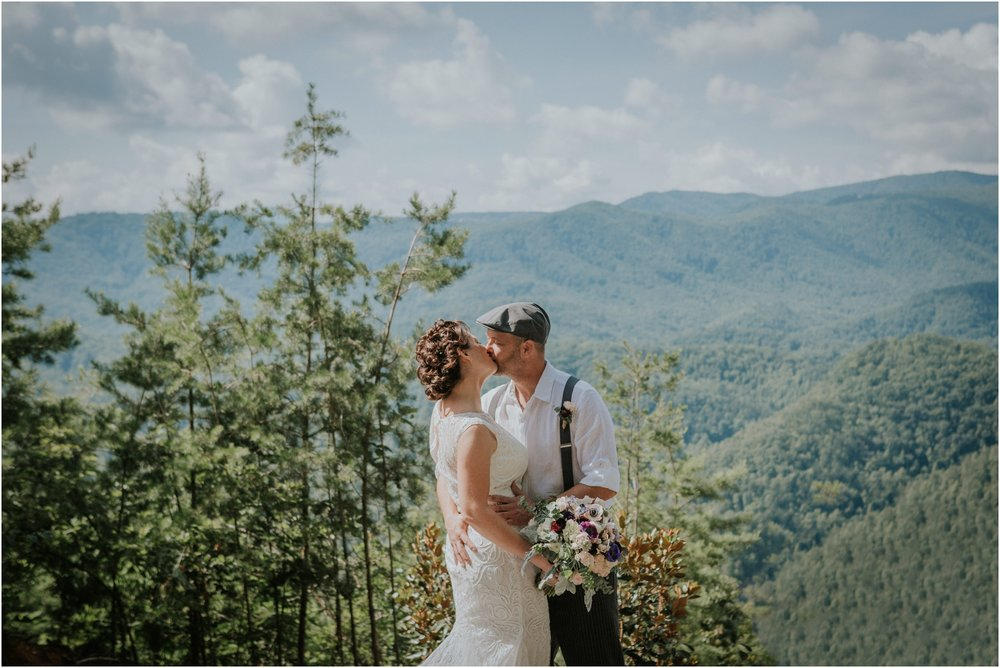 cabin-parkside-resort-the-magnolia-venue-tennessee-mountain-views-intimate-wedding_0103.jpg