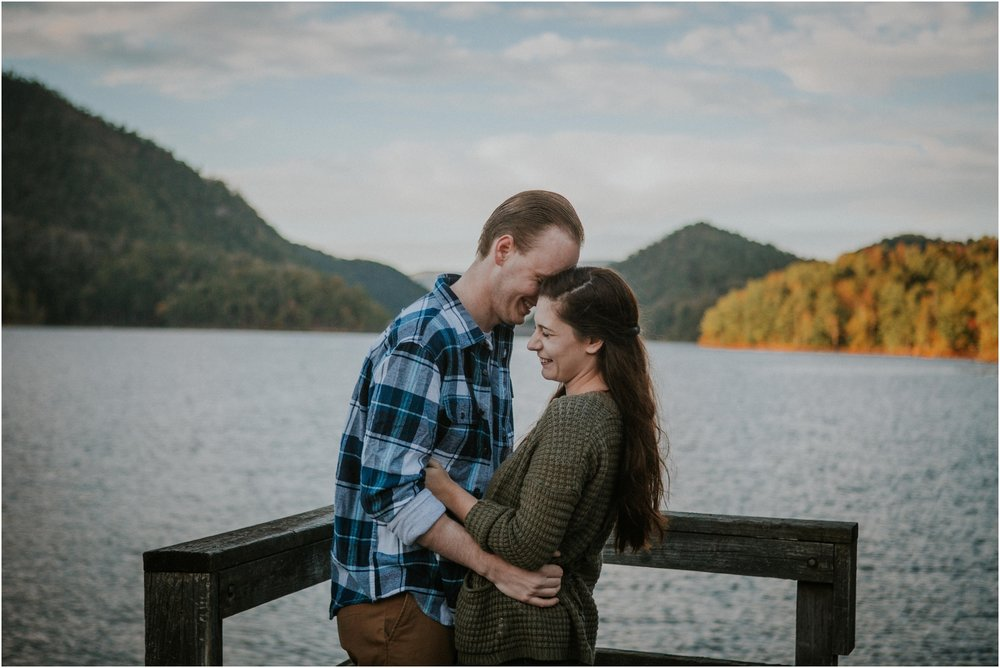 watauga-lake-engagement-session-hampton-elizabethton-johnsoncity-adventurous-couples-photographer_0015.jpg