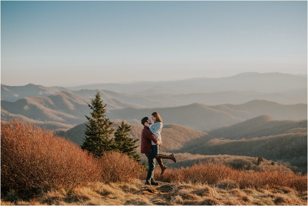 roan-mountain-tennessee-north-carolina-couples-session-mountaintop-katy-sergent-appalachiantrail-fall-november_0013.jpg