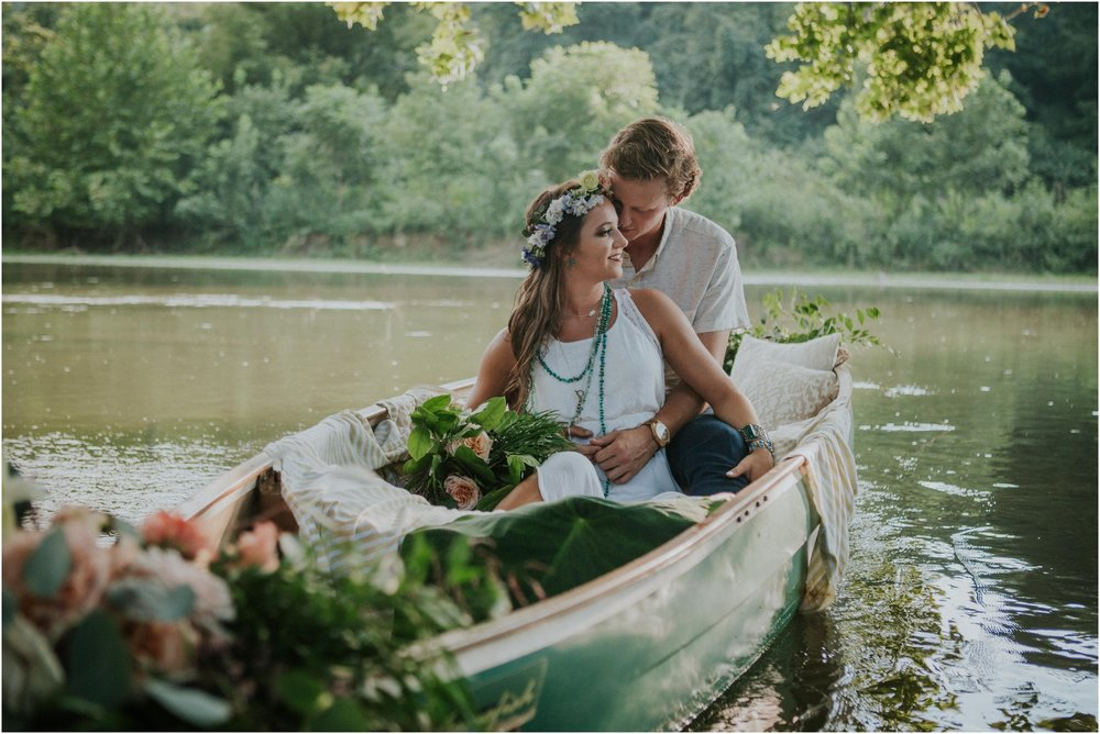 homestead-on-the-holston-hiltons-virginia-bohemian-canoe-styled-shoot-northeast-tennessee-elopement-wild-free-spirit_0010.jpg