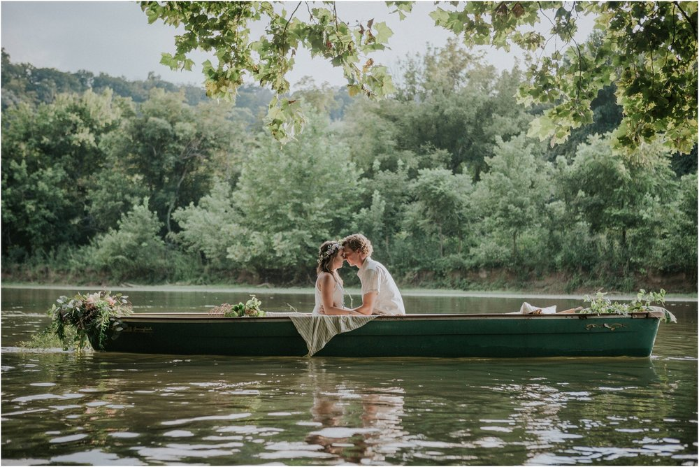 homestead-on-the-holston-hiltons-virginia-bohemian-canoe-styled-shoot-northeast-tennessee-elopement-wild-free-spirit_0011.jpg