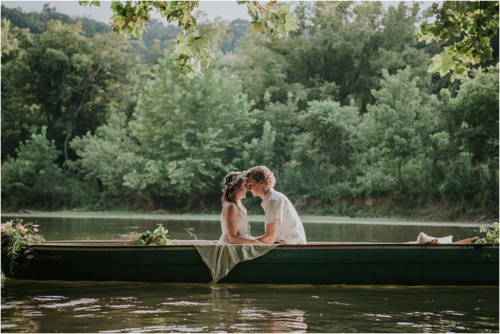 homestead-on-the-holston-hiltons-virginia-bohemian-canoe-styled-shoot-northeast-tennessee-elopement-wild-free-spirit_0012.jpg