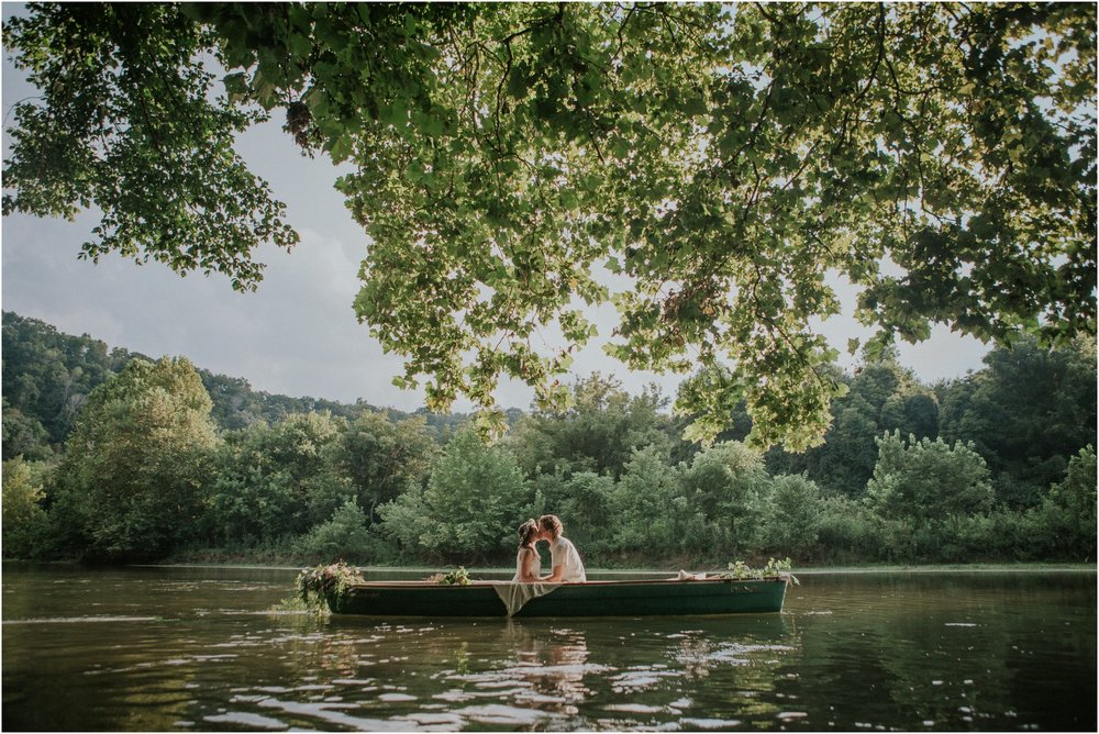 homestead-on-the-holston-hiltons-virginia-bohemian-canoe-styled-shoot-northeast-tennessee-elopement-wild-free-spirit_0013.jpg
