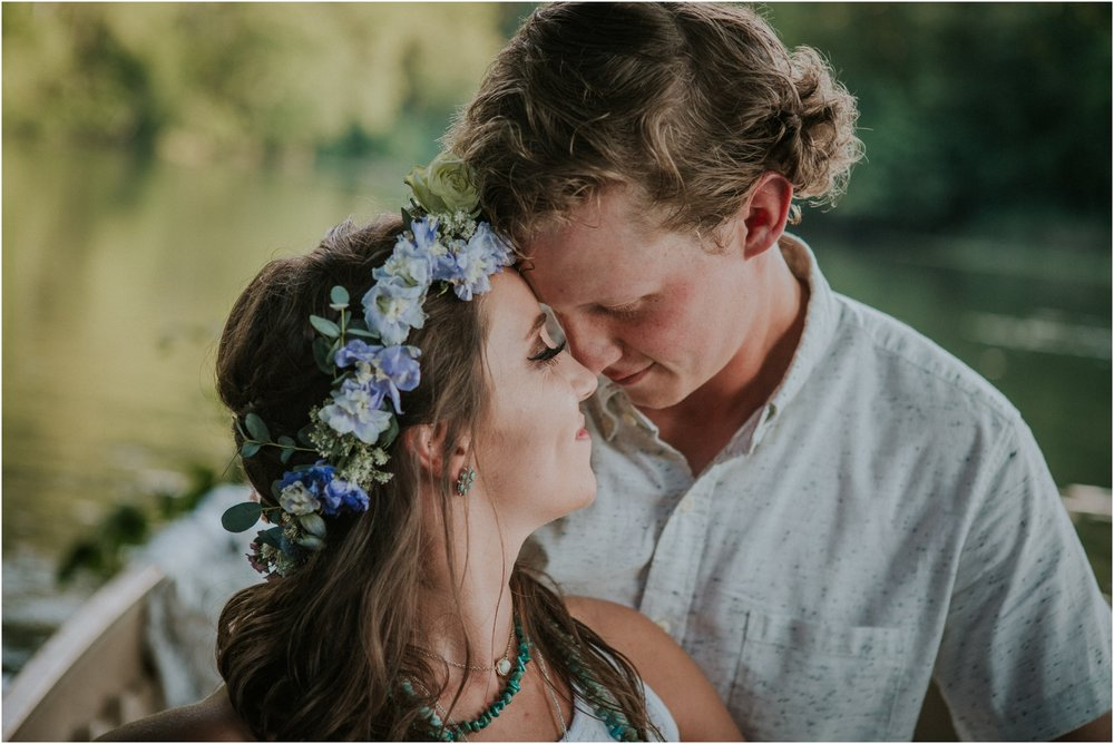 homestead-on-the-holston-hiltons-virginia-bohemian-canoe-styled-shoot-northeast-tennessee-elopement-wild-free-spirit_0018.jpg