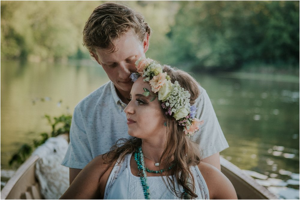 homestead-on-the-holston-hiltons-virginia-bohemian-canoe-styled-shoot-northeast-tennessee-elopement-wild-free-spirit_0019.jpg