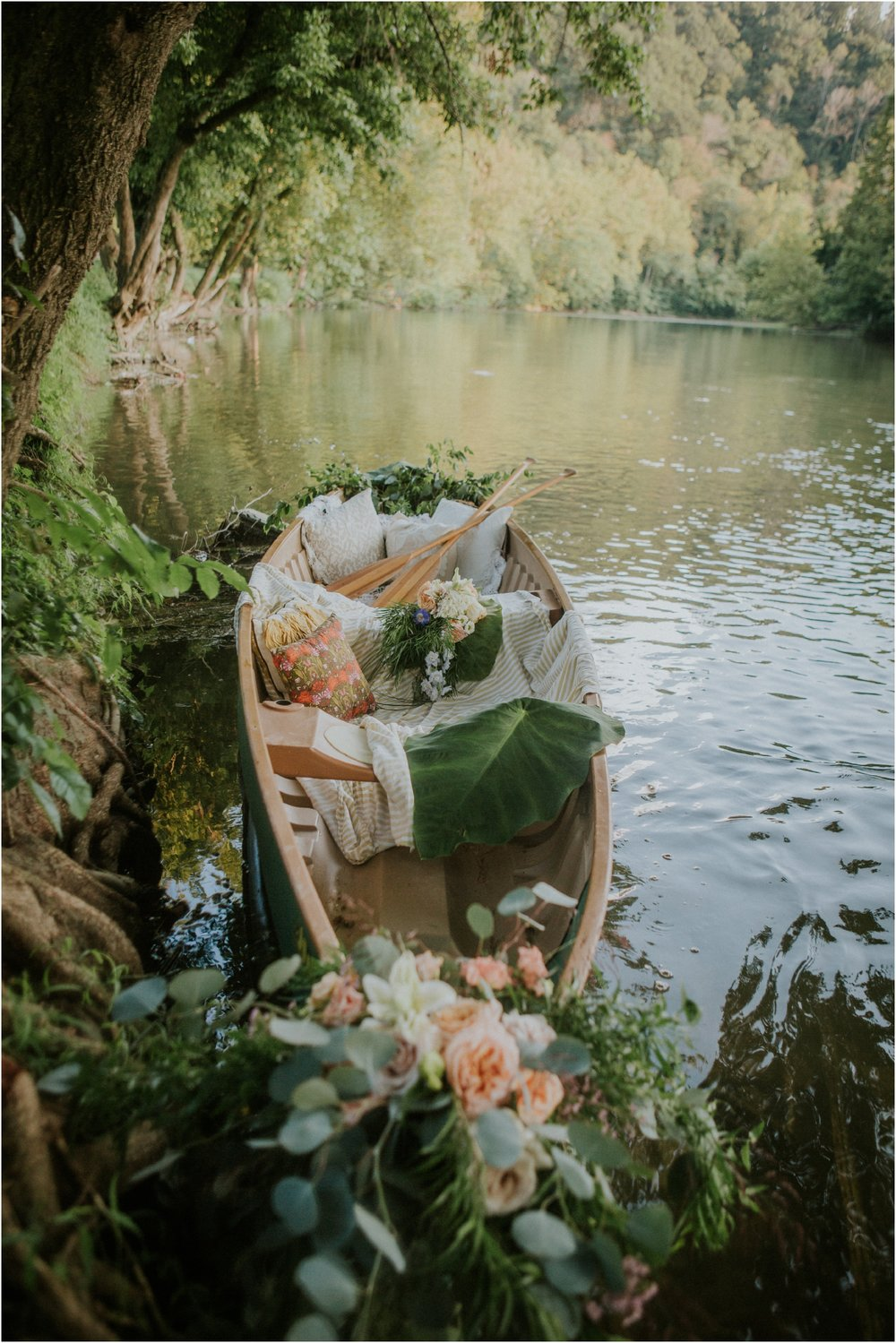 homestead-on-the-holston-hiltons-virginia-bohemian-canoe-styled-shoot-northeast-tennessee-elopement-wild-free-spirit_0026.jpg