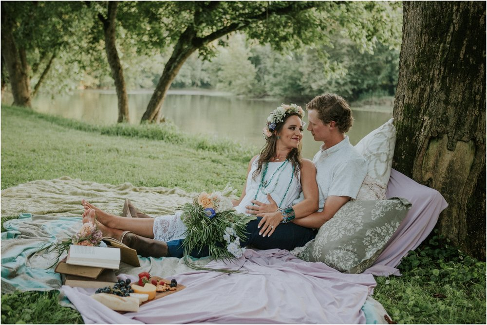 homestead-on-the-holston-hiltons-virginia-bohemian-canoe-styled-shoot-northeast-tennessee-elopement-wild-free-spirit_0028.jpg