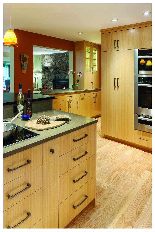 KitchenVisions-Modern-Kitchen-Wayland-BD06150103.jpg