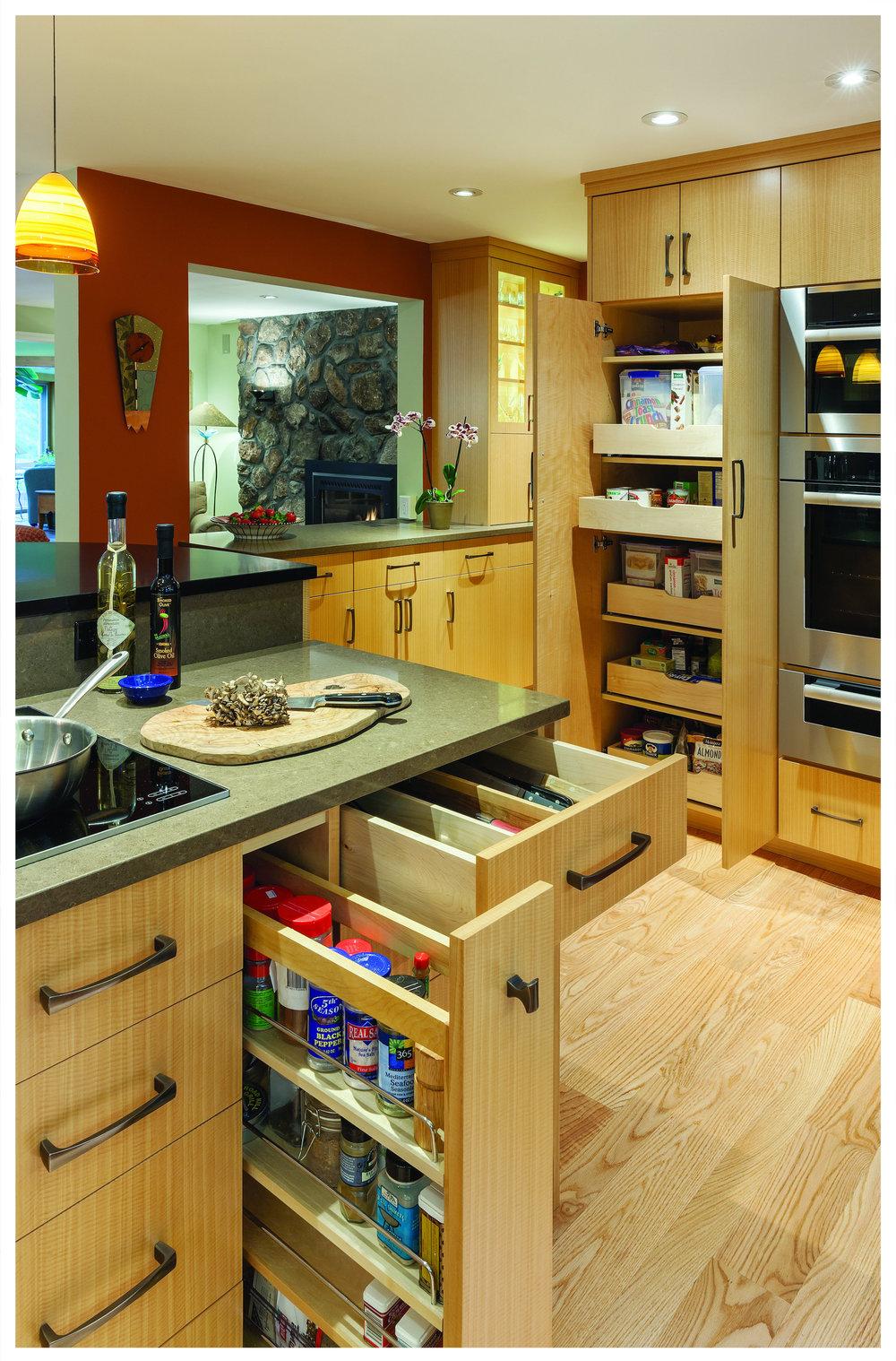 KitchenVisions-Modern-Kitchen-Wayland-BD06150104.jpg
