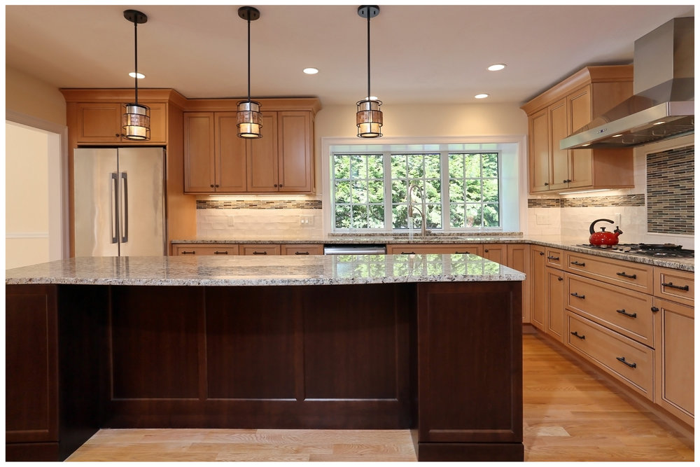 KitchenVisions-New-Traditional-Kitchen-ChestnutHill-6E9C8378rt-12x8-300.jpg