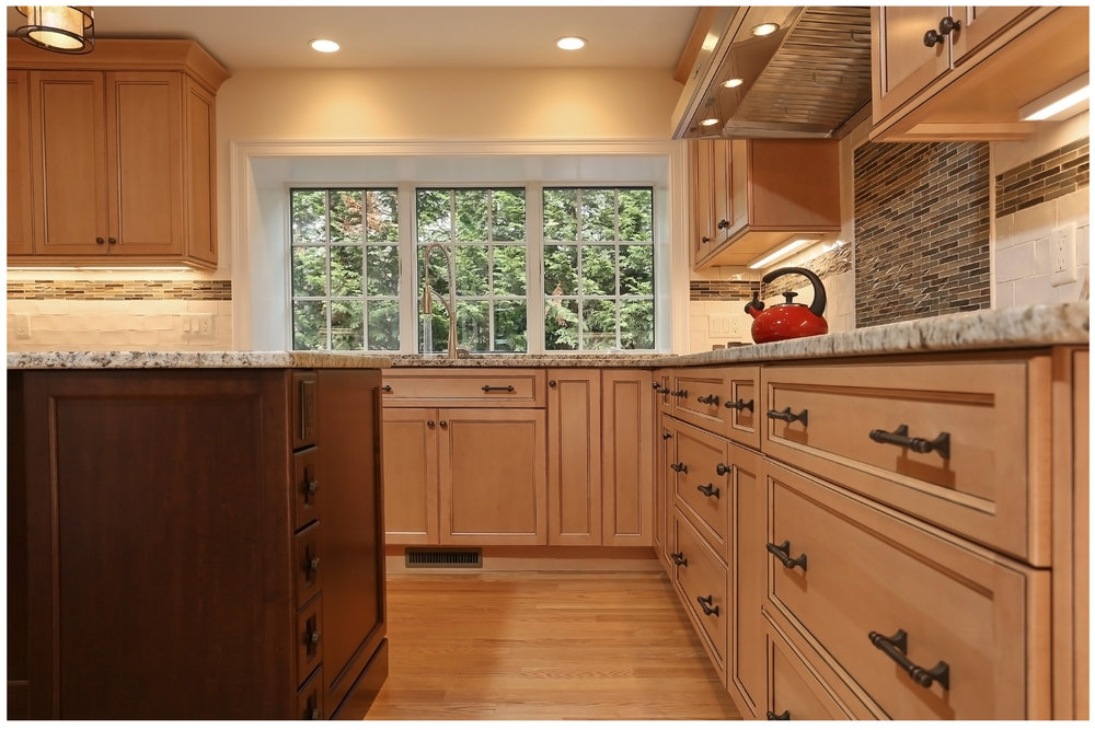 KitchenVisions-New-Traditional-Kitchen-ChestnutHill-6E9C8439rt-12x8-300.jpg