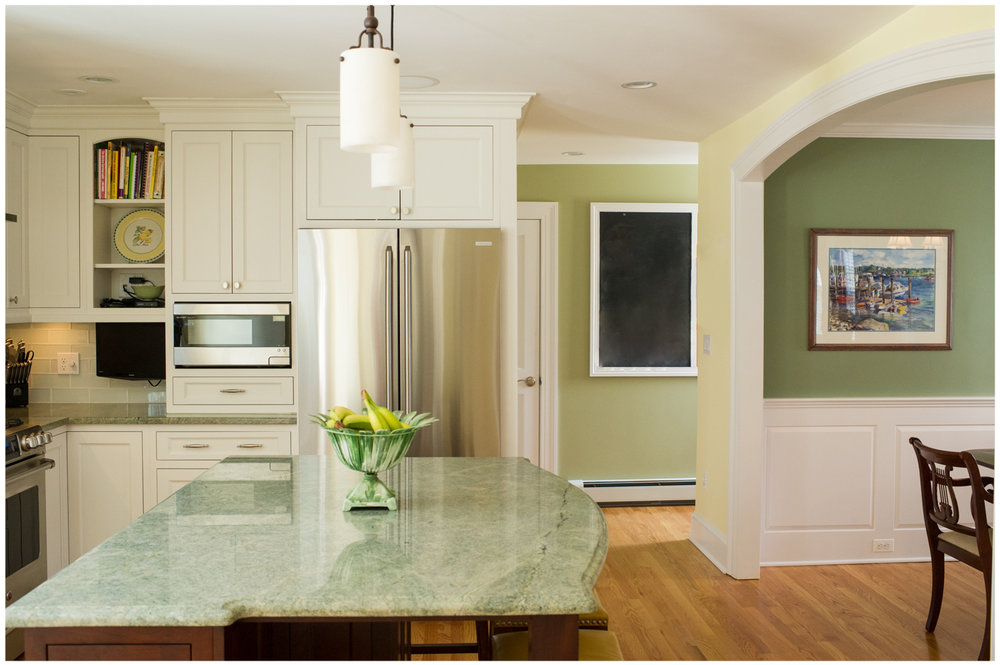KitchenVisions-New-Traditional-Kitchen-Wellesley-3.jpg