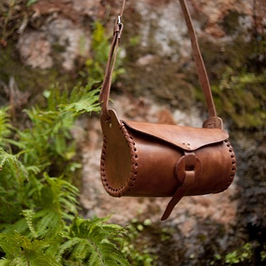 One of our new products for #ss18 is this adorable cylindrical, leather crossbody bag. It's available in two sizes and we will be bringing some to our pop up next week at @shopvestige 🌿 #philadelphia #handmadeinmexico #lacarmelita #lacarmen #adventuresinmexico #ethicallysourced #ethicallymade #leatherbags 📷 @somniloquydesign
