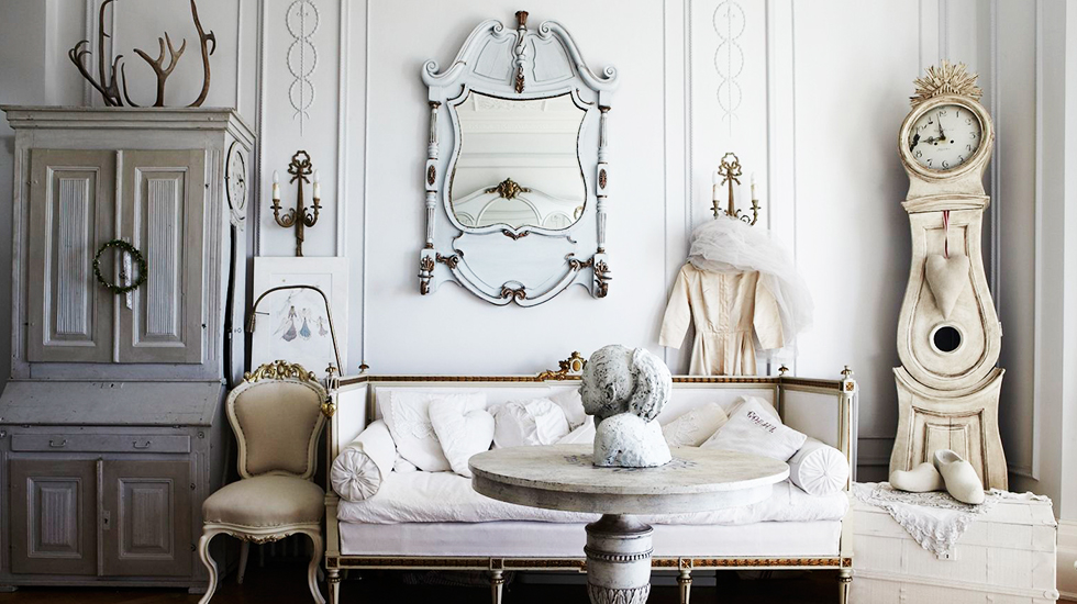 A bit of Gustavian romance.  Via  Domaine Home .