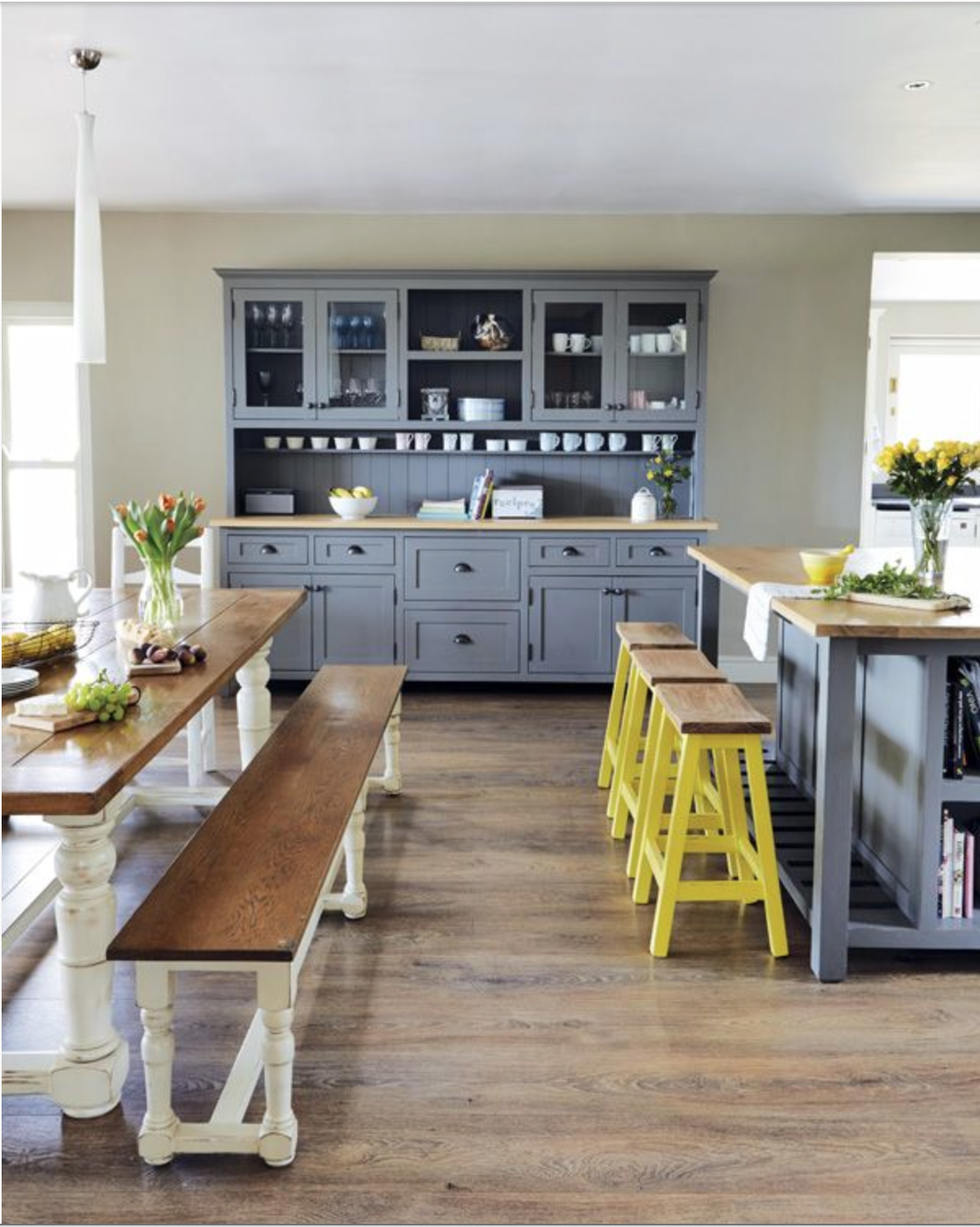 Without those yellow stools, this space would have a completely different feel.   {Via Pinterest}