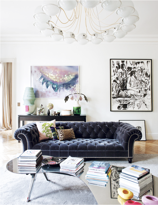 How perfect is this classic, navy chesterfield sofa in this otherwise more contemporary space (that light fixture!!)? {Via  Domaine Home }