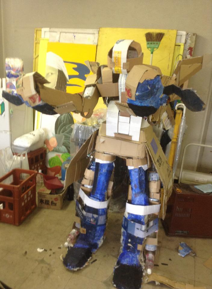 Cardboard Mech mk2 (1)