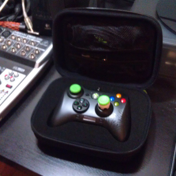 Love this @Razer Sabertooth! Can't wait to use this at MLG this weekend ^_^