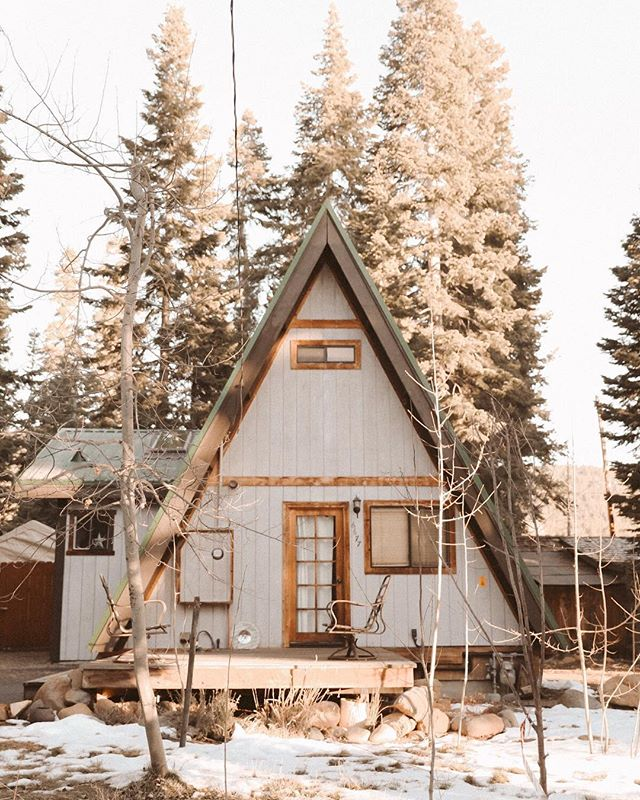 nothing like a classic Lake Tahoe A-frame cabin. I'll be home for 8 days with my family and I cannot wait! || #howiholiday #theartofslowliving