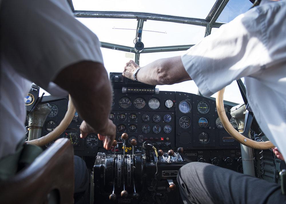Im Cockpit der Ju-52 während dem Rundflug