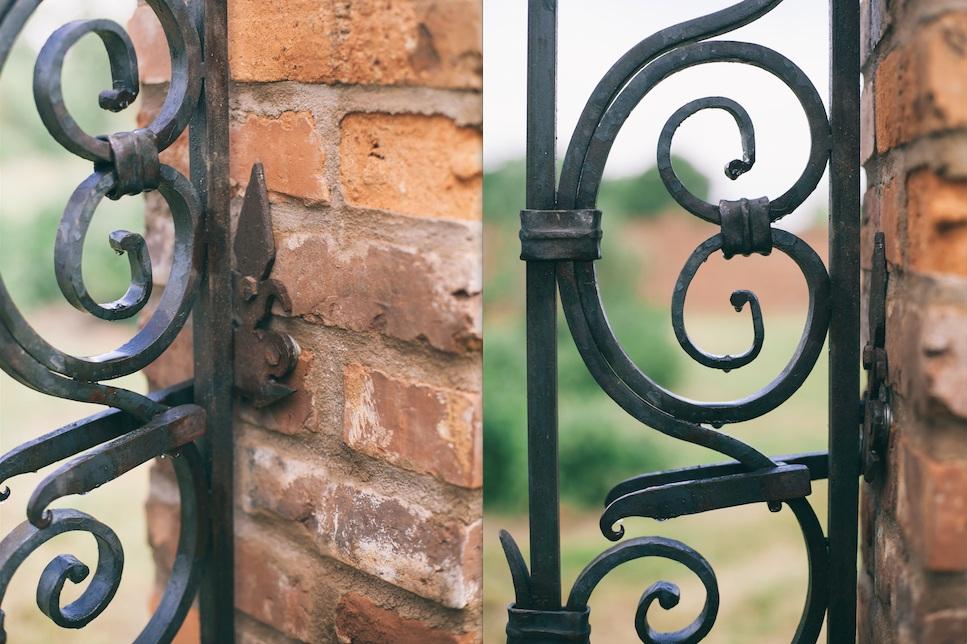metal+scroll+entrance+gate.png