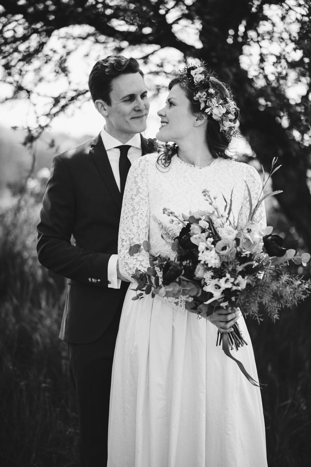 bohemiskt-sommar-bröllop-på-ulricedahl-ulricedahlsgården-i-malmö-fotograf-ängelholm-bröllopsfotograf-skåne18.jpg