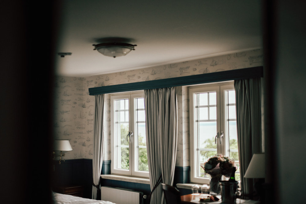 intimt-bröllop-mölle-kapell-rusthållaregården-arild-bröllopsfotograf-skåne-aase-pouline5.jpg