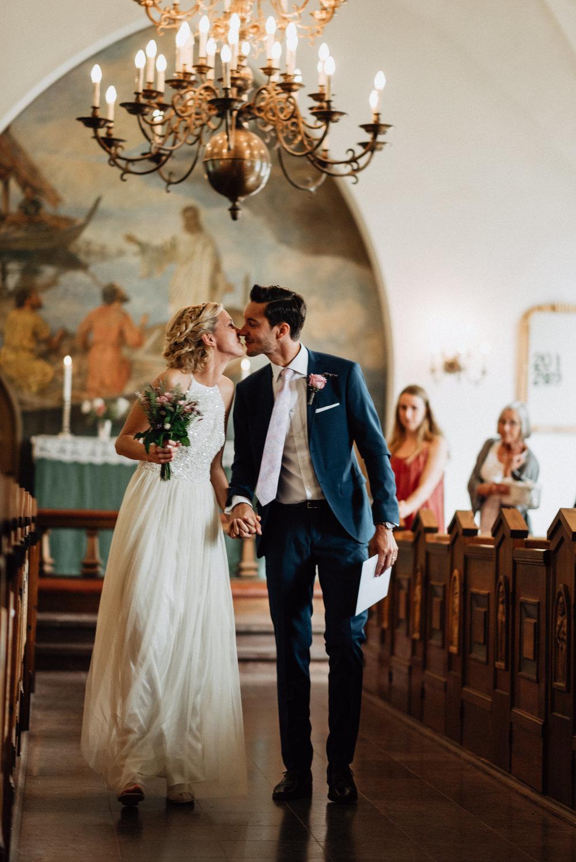intimt-bröllop-mölle-kapell-rusthållaregården-arild-bröllopsfotograf-skåne-aase-pouline160.jpg