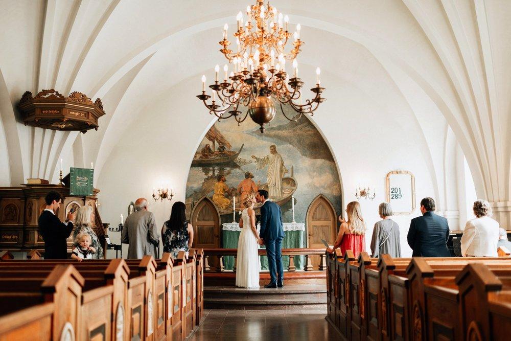 intimt-bröllop-mölle-kapell-rusthållaregården-arild-bröllopsfotograf-skåne-aase-pouline138.jpg