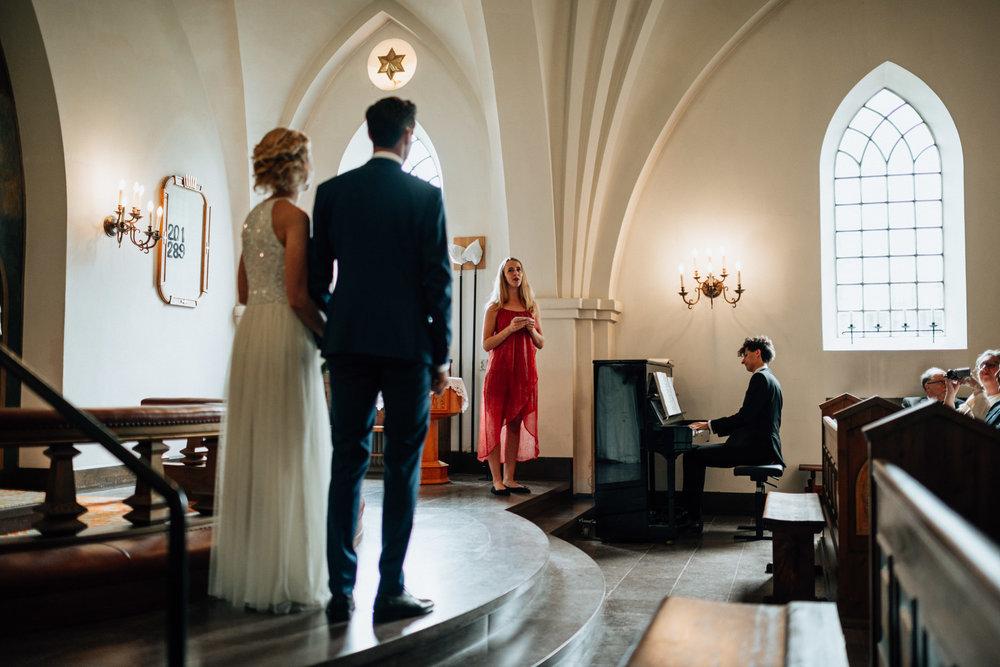 intimt-bröllop-mölle-kapell-rusthållaregården-arild-bröllopsfotograf-skåne-aase-pouline150.jpg