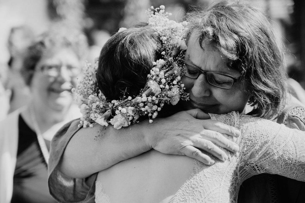 bröllopsfotograf-farhult-trädgårdsbröllop-kärlek.jpg