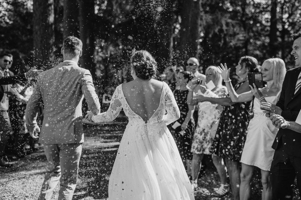 konfetti-riskastning-bröllop-norrköping-bröllopsfotograf-aase-pouline.jpg