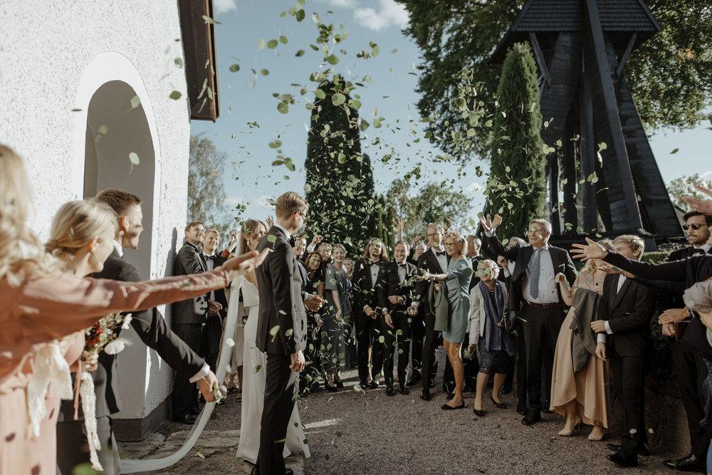 Asplöv som bröllopskonfetti