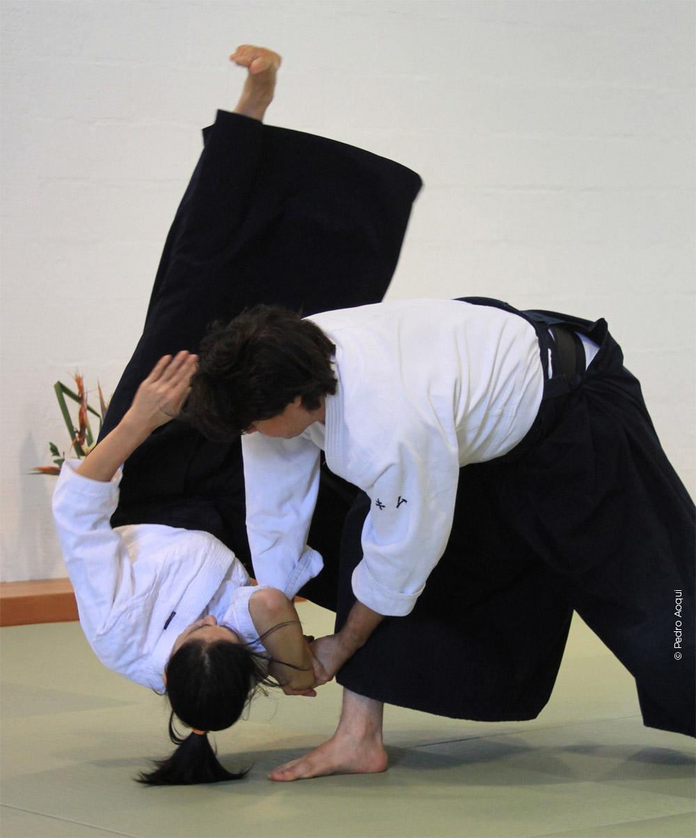 Shiho nague - defesa com projeção do atacante