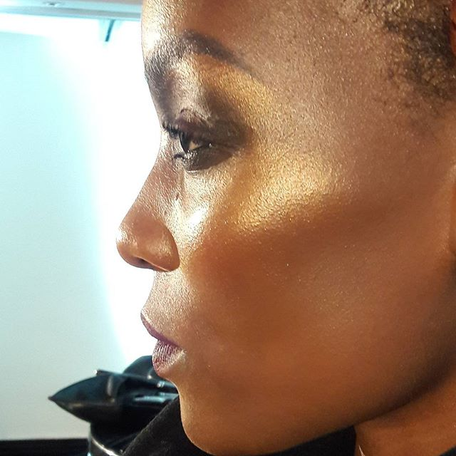 Spent the better part of the afternoon watching @marco_louis presenting @maccosmetics' SS 2016 Trends, and watching him create this masterpiece. Skin!! Glow!! KONTOH!! And that highlight btw is from AN EYESHADOW!! And yup- I snapped all about it- are you following me? 😊😊Check me out on Snapchat (@BellesaAfrica) for loads of behind the scenes stuff from this afternoon. I'm also SO INSPIRED by the artistry... I need to go back!! #makeup #glow #mac #kontoh