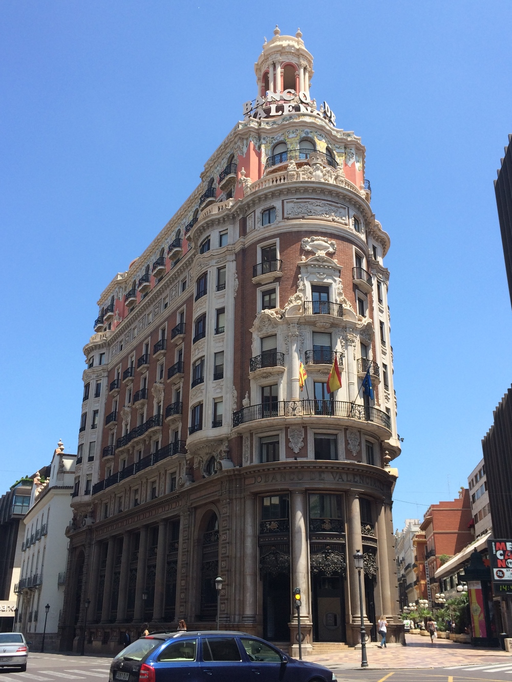The best way to enjoy Valencia is to simply wander around aimlessly.