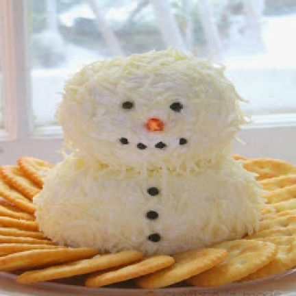 SNOWMAN CHEESE BALL.jpg