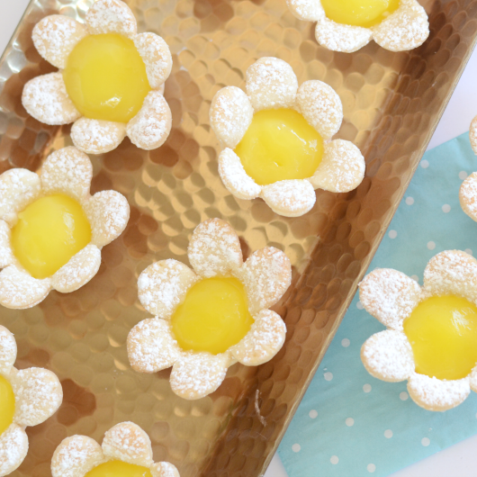 MINI LEMON FLOWER TART.png