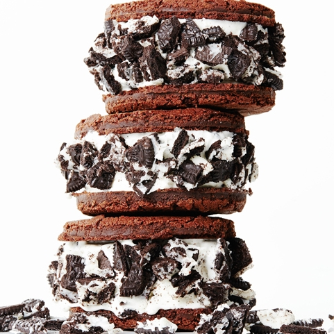 HOMEMADE OREO ICE CREAM SANDWICHES.jpg
