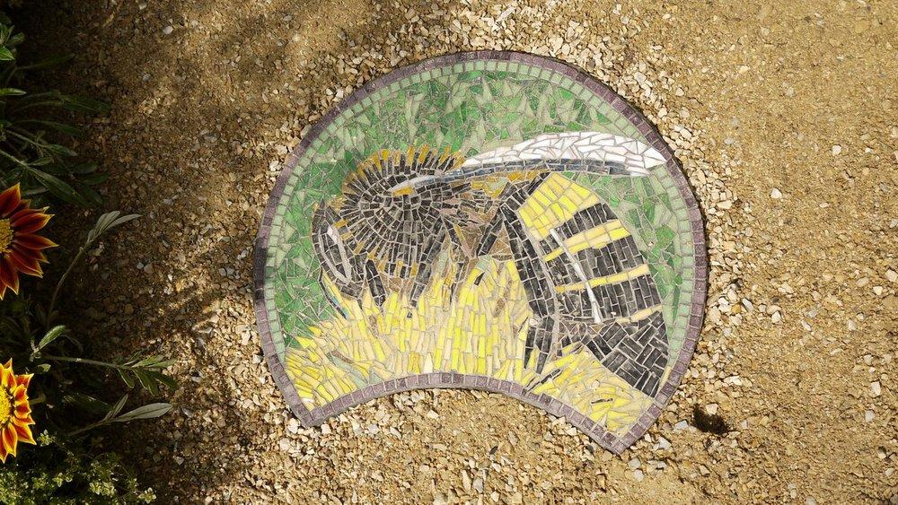 Bee mosaic by Dawn Aston.JPG